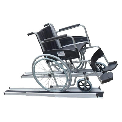 Folding ramp for wheelchairs